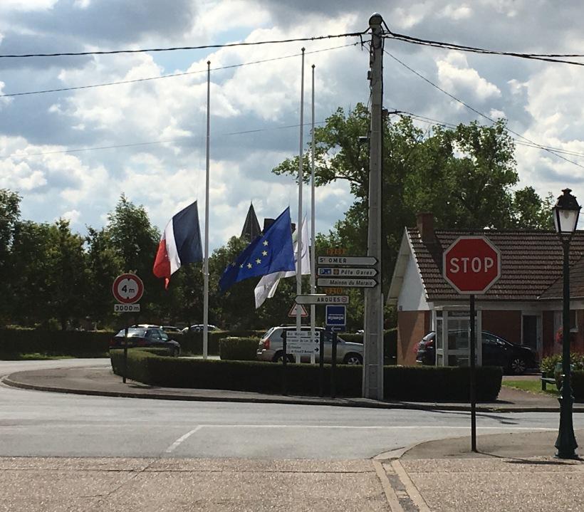 Clairmarias - flags half-mast